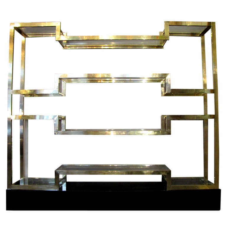 Important Italian 1970's polished brass shelves or bookcase, with glass levels