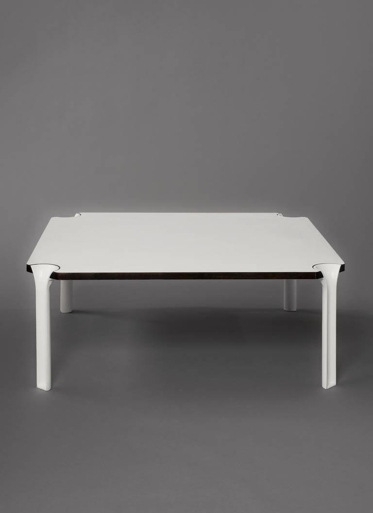 Table basse carree naos for Petite table basse carree
