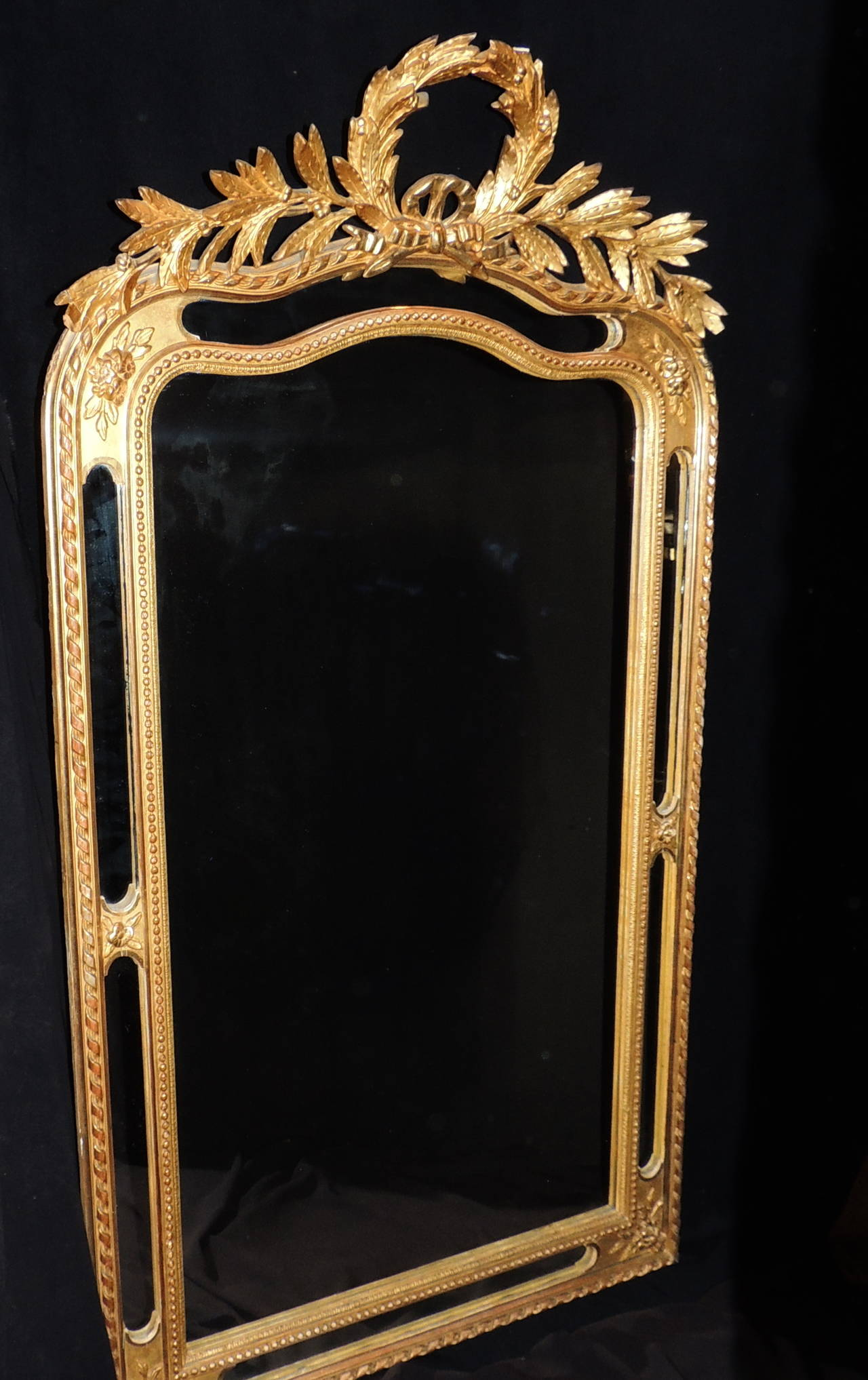 Elegant french 19th century carved gilt wood wreath top for Elegant mirrors