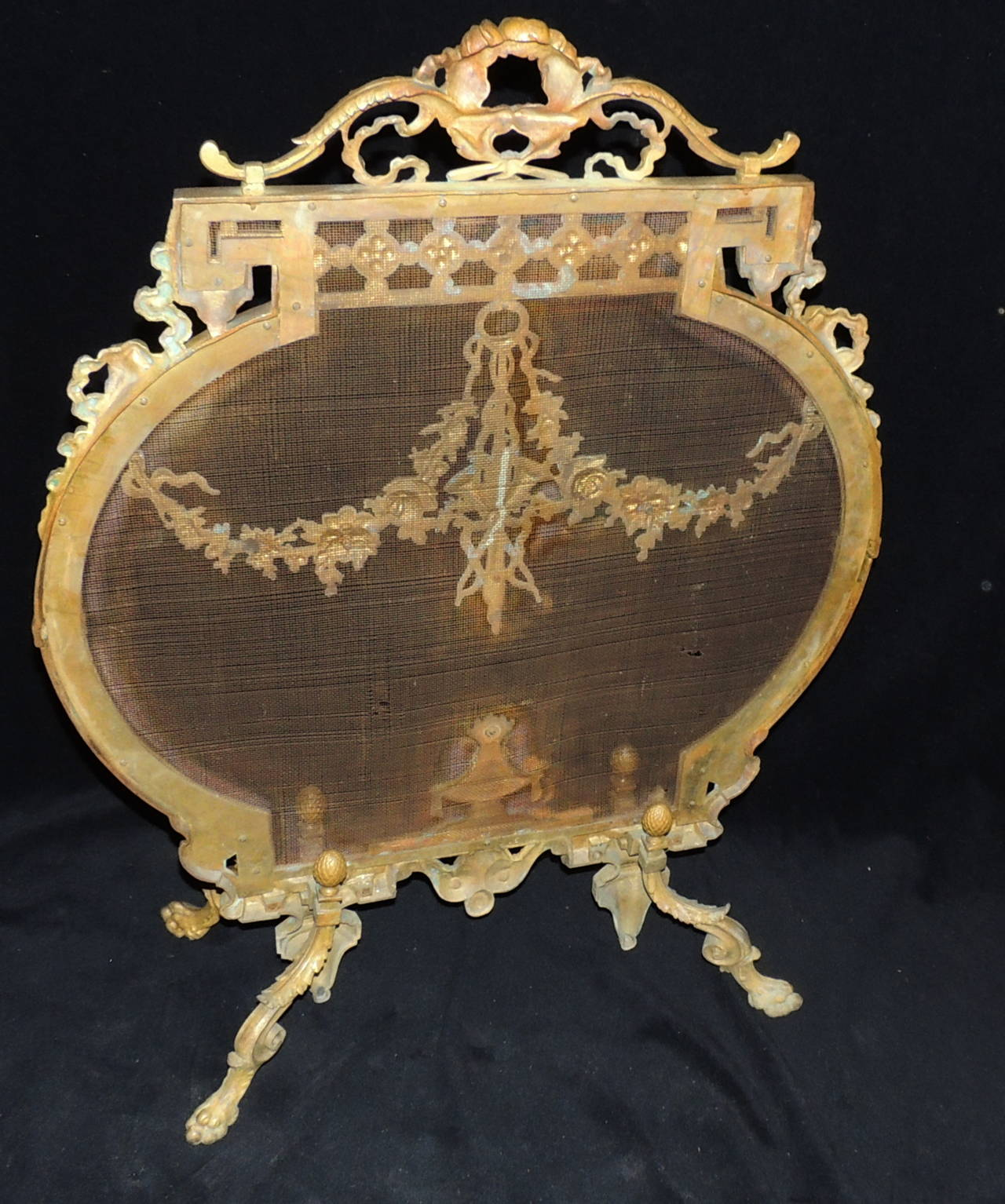 beautiful french dor bronze fireplace screen with ribbons medallion firescreen for sale at 1stdibs. Black Bedroom Furniture Sets. Home Design Ideas