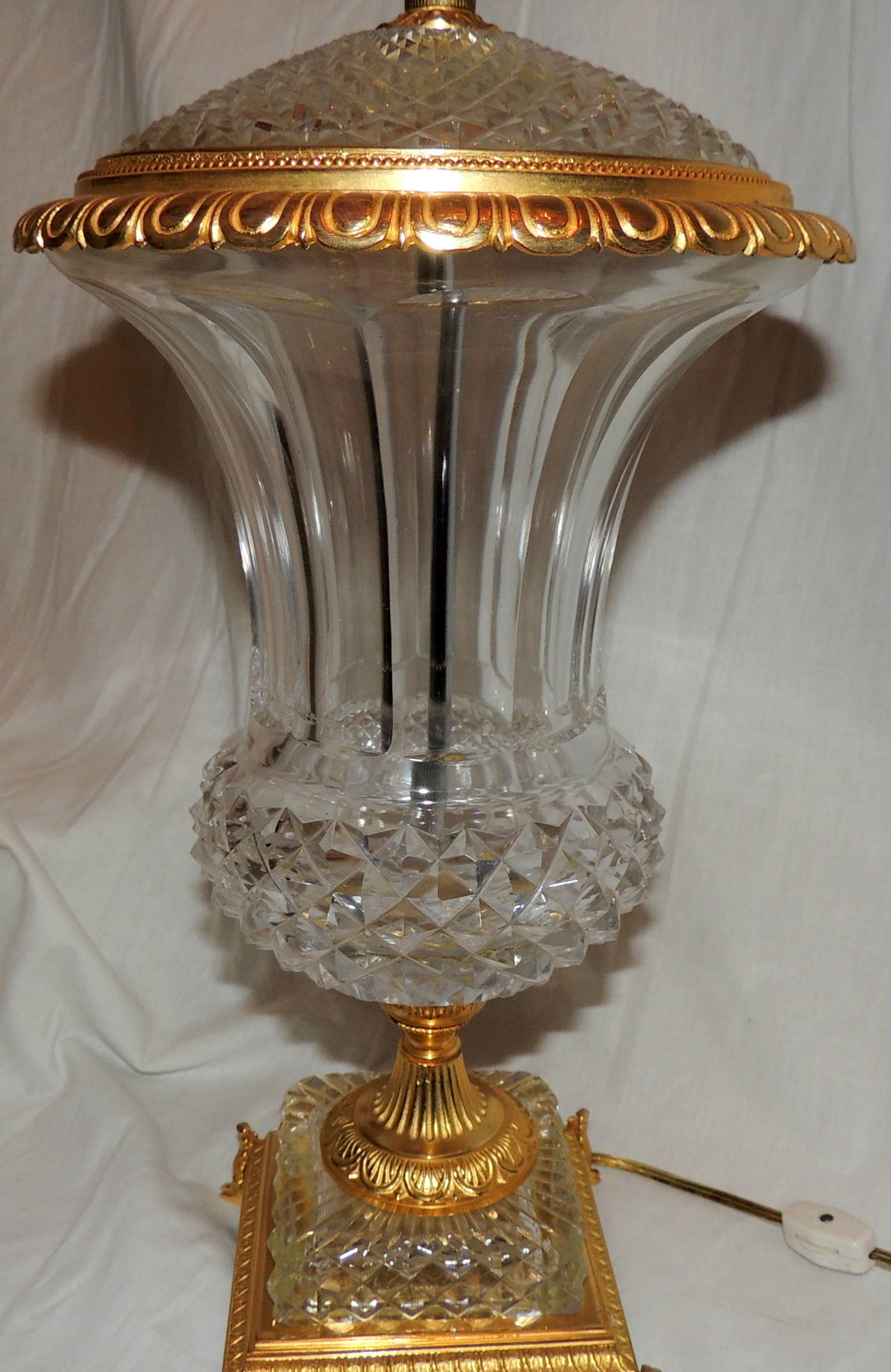 Exceptional Pair of French Doré Bronze and Cut-Crystal Ormolu Urn Form Lamps For Sale 1