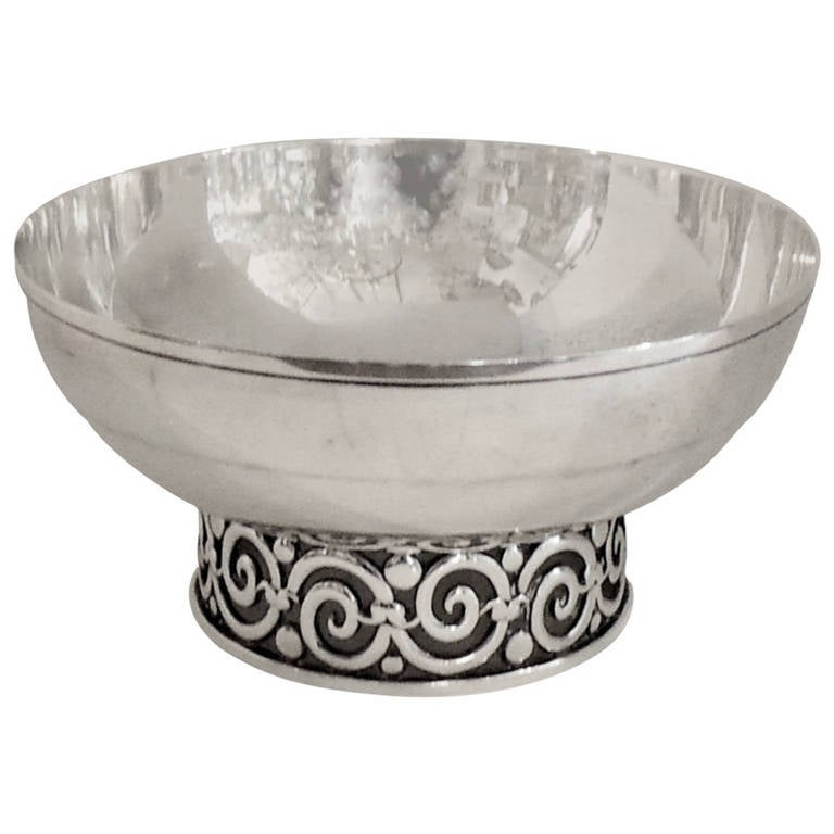 Wonderful tiffany and co sterling silver pierced footed centerpiece bowl at 1stdibs - Footed bowl centerpiece ...