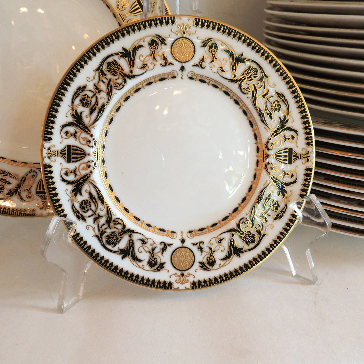English Wonderful Royal Worcester Windsor Green and Gold Elegant Dinner Service for 12 For Sale