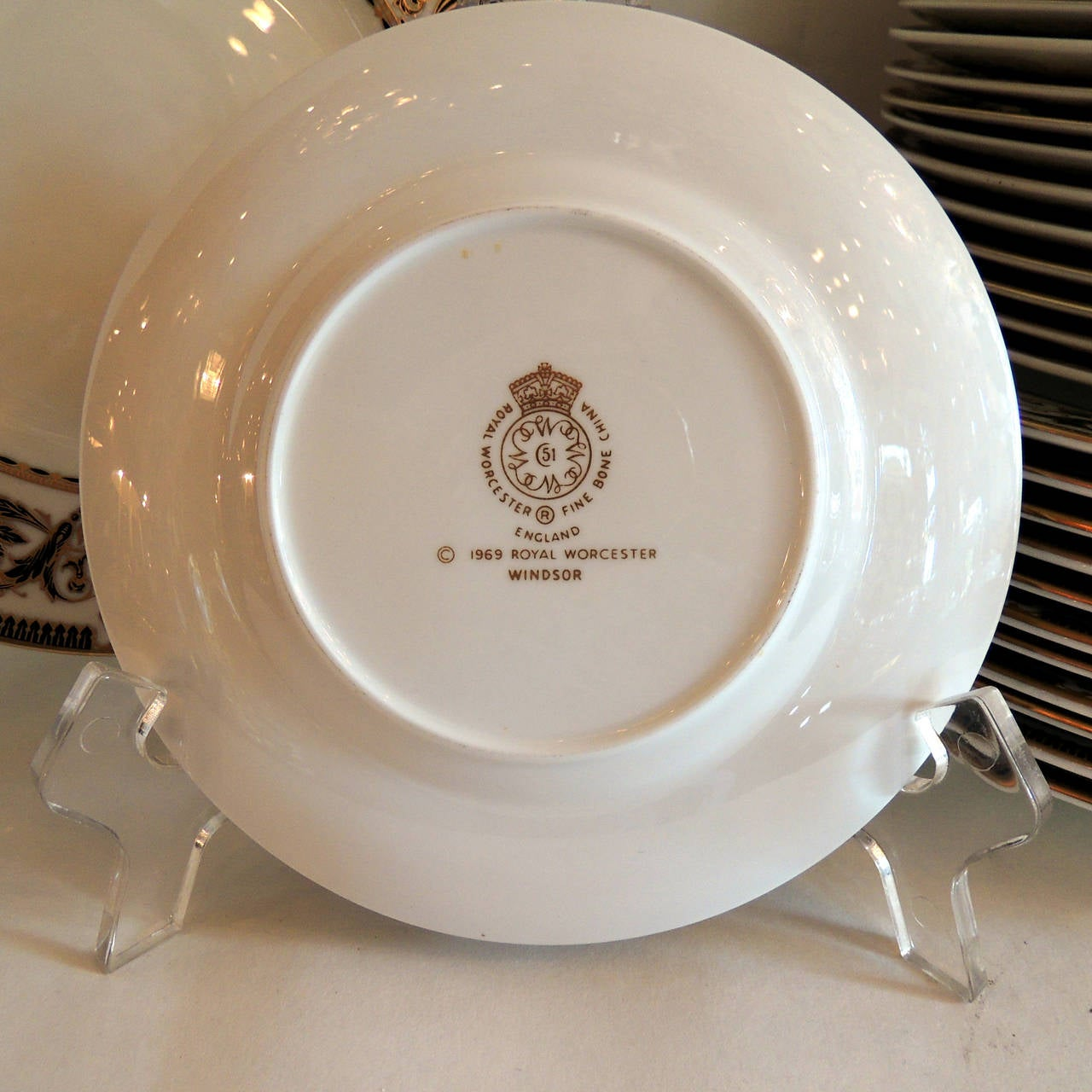 Mid-20th Century Wonderful Royal Worcester Windsor Green and Gold Elegant Dinner Service for 12 For Sale
