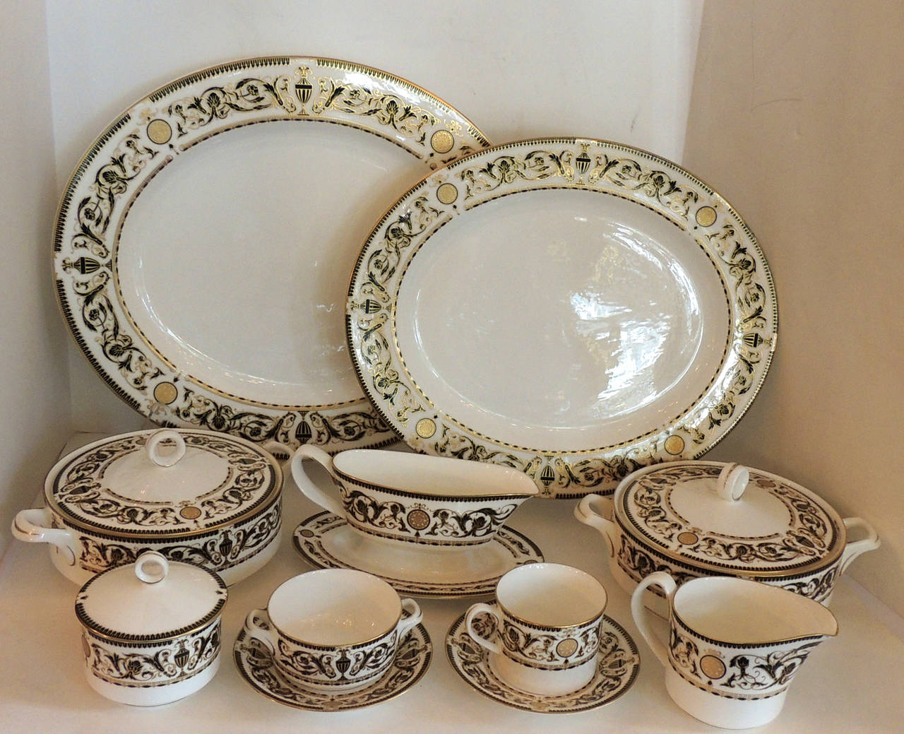 Gilt Wonderful Royal Worcester Windsor Green and Gold Elegant Dinner Service for 12 For Sale