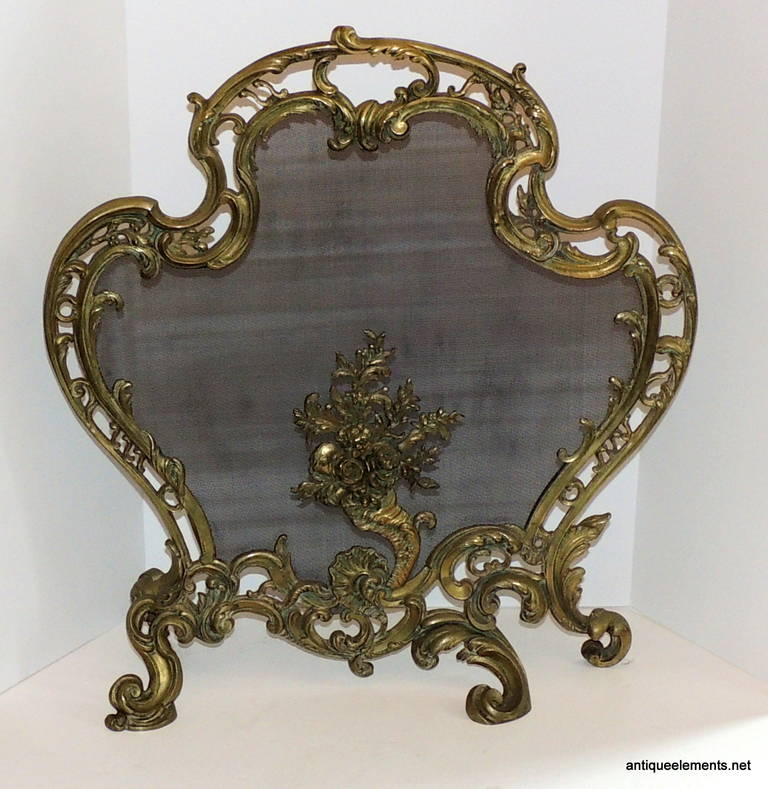 extraordinary dore bronze fire place screen scrolls floral medallion firescreen for sale at 1stdibs. Black Bedroom Furniture Sets. Home Design Ideas