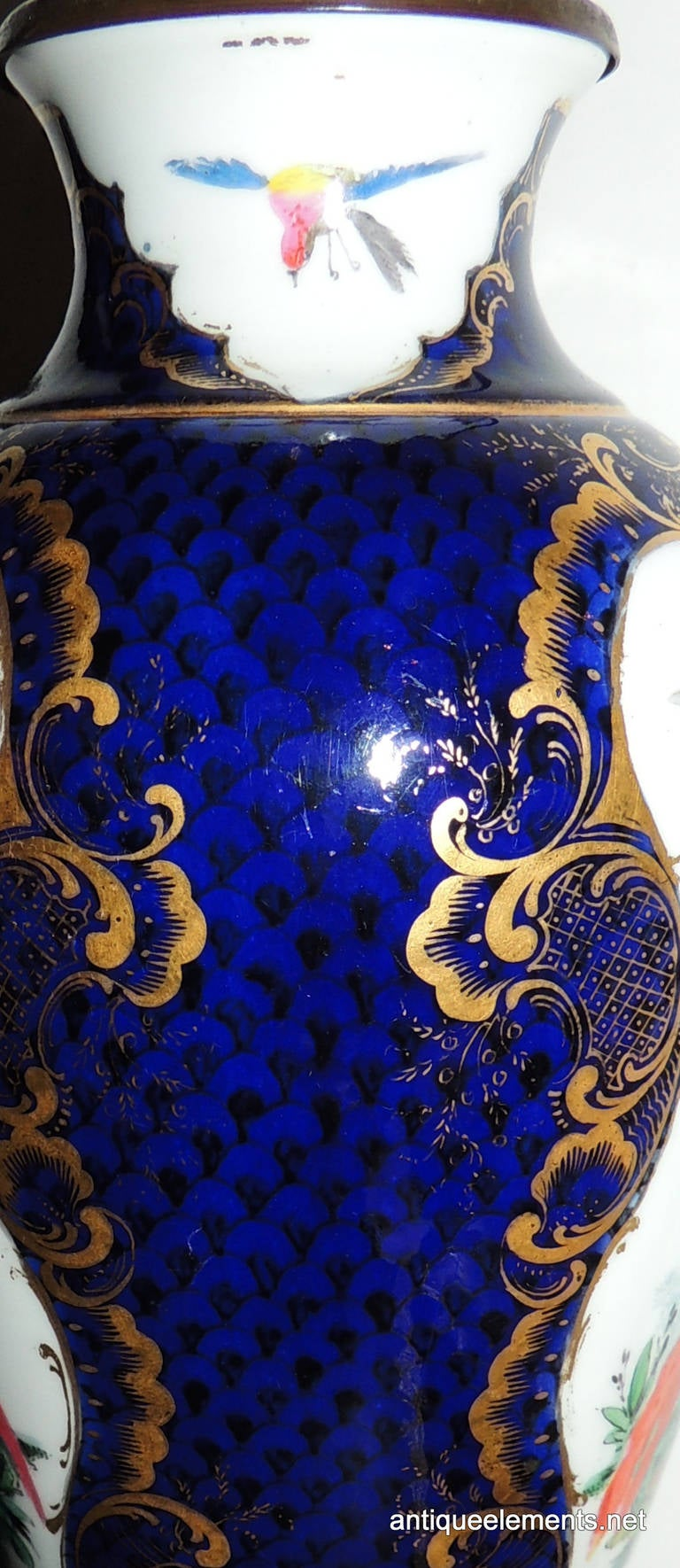 Wonderful Pair of Chinoiserie Blue, Hand-Painted Lamps Depicting Birds For Sale 1