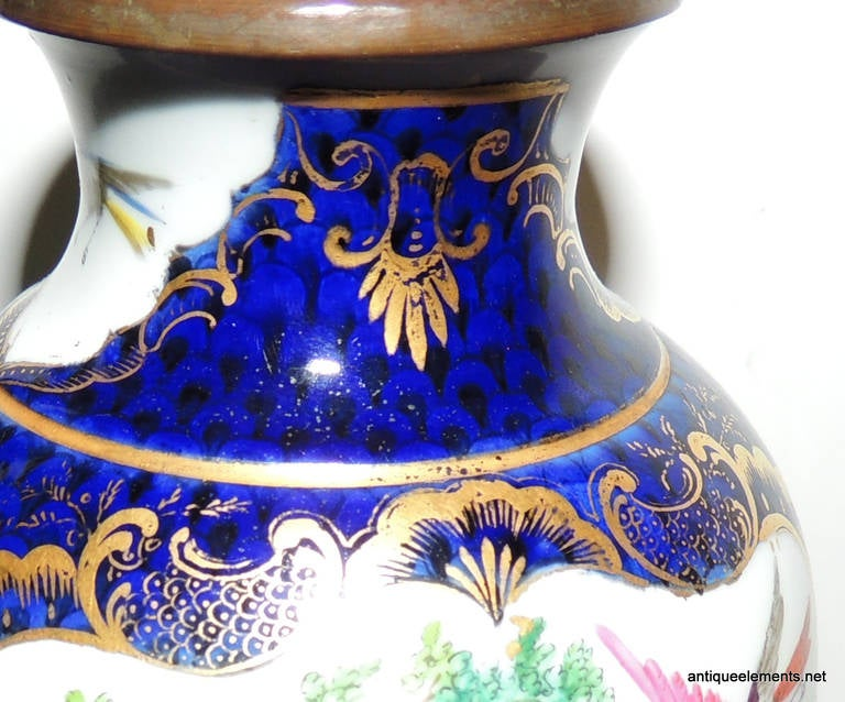 Wonderful Pair of Chinoiserie Blue, Hand-Painted Lamps Depicting Birds For Sale 2