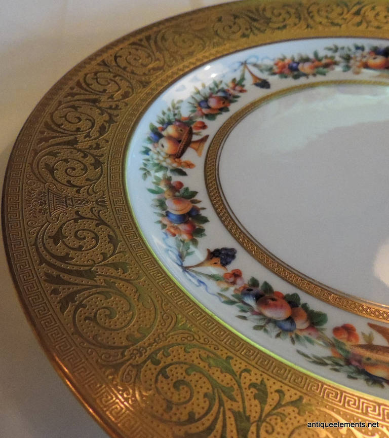 Elegant Set of 12 Black Knight Gold Encrusted Porcelain Dinner Plates In Good Condition For Sale & Elegant Set of 12 Black Knight Gold Encrusted Porcelain Dinner ...