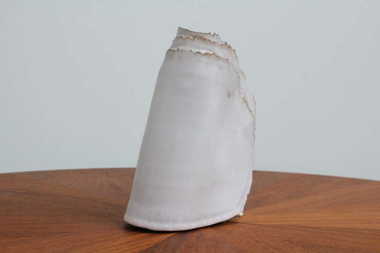 """Delicate Ceramic """"Ribbon"""" Vase In Good Condition For Sale In North Hollywood, CA"""