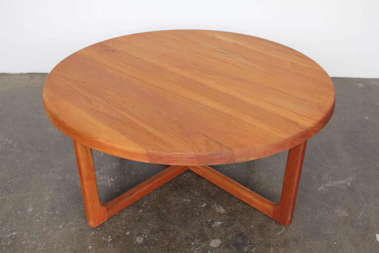 Superbe Gorgeous Round Coffee Table In A Stunning Solid Teak, Circa 1960s, Made In  Denmark