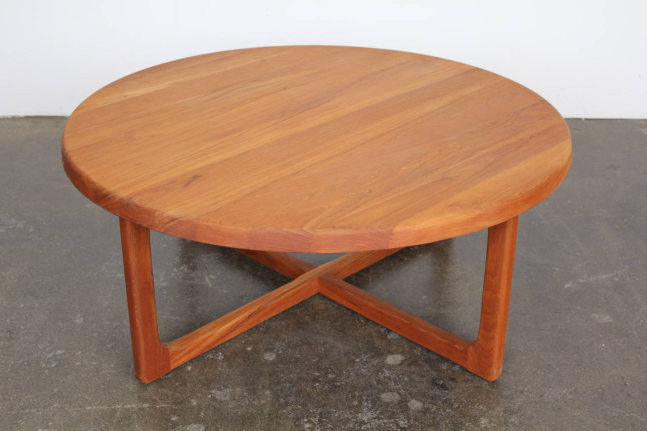 Mid century large round solid teak coffee table at 1stdibs Solid teak coffee table