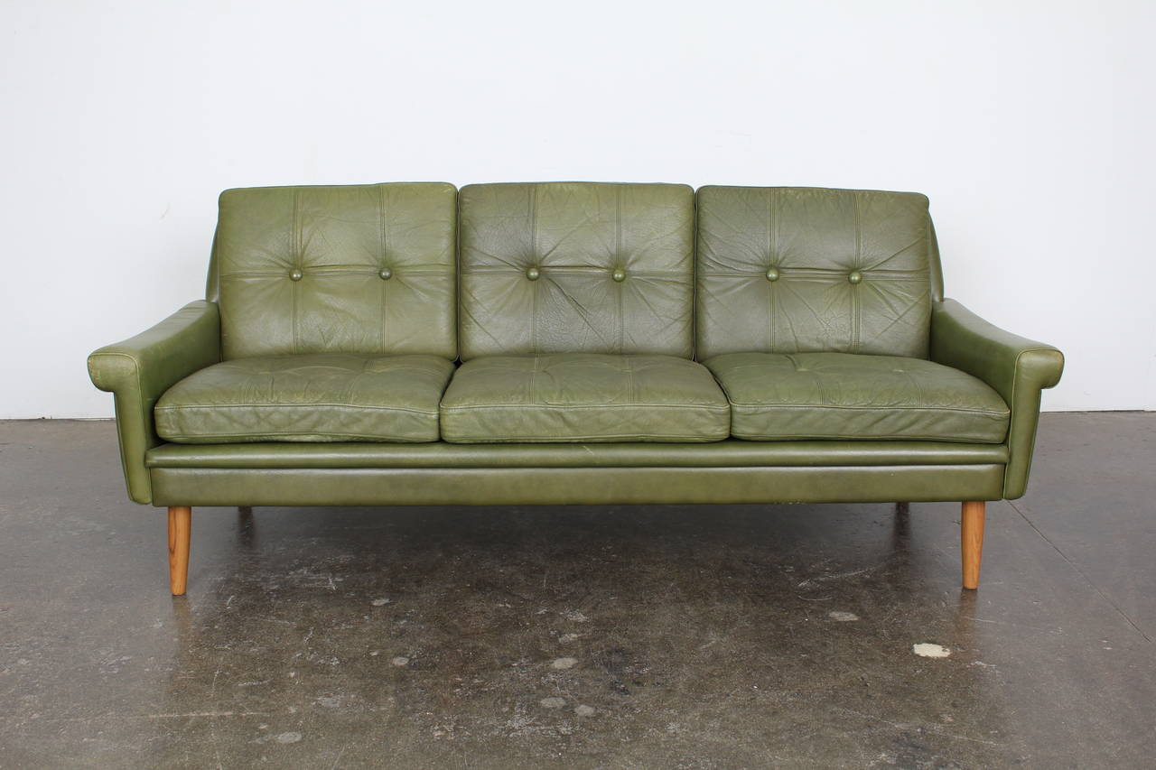 Blue leather chesterfield sofa at 1stdibs - Mobler Sofa Dine Ideer For Livet Er