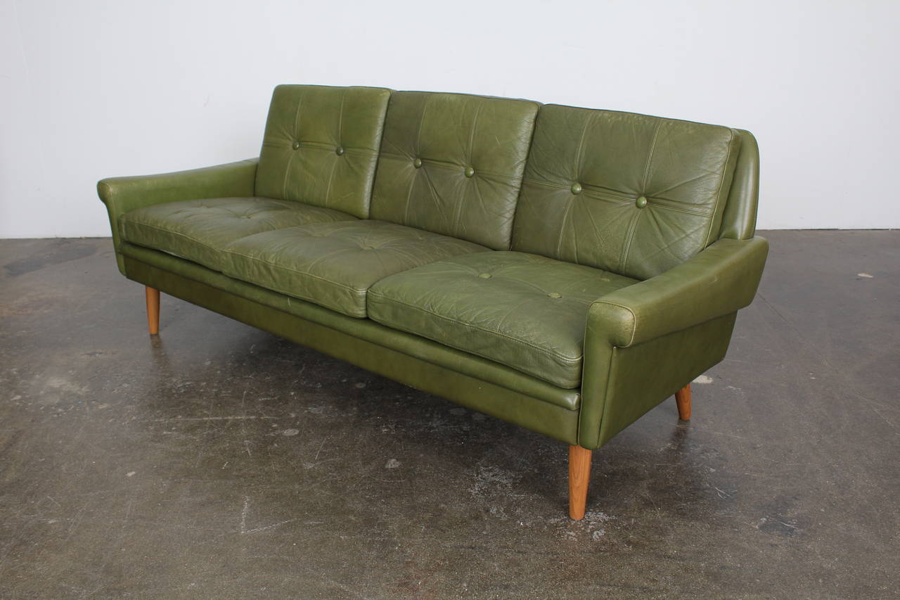 Mid Century Modern Green Leather Sofa By Skippers Mobler At 1stdibs