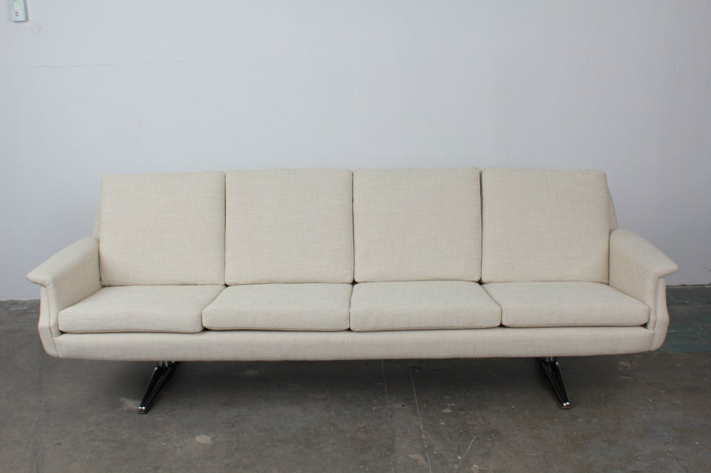 Mid Century Modern 4 Seat Sofa On Metal Legs At 1stdibs