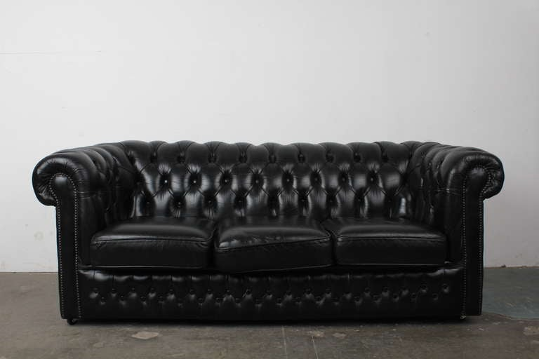 large chesterfield sofa paxton black leather chesterfield company thesofa. Black Bedroom Furniture Sets. Home Design Ideas