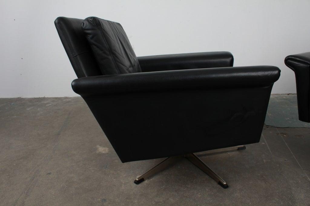 Pair Of Danish Mid Century Modern Black Leather Swivel Chairs At 1stdibs