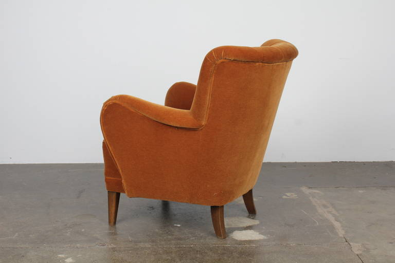 Midcentury Curved Arm Lounge Chair at 1stdibs