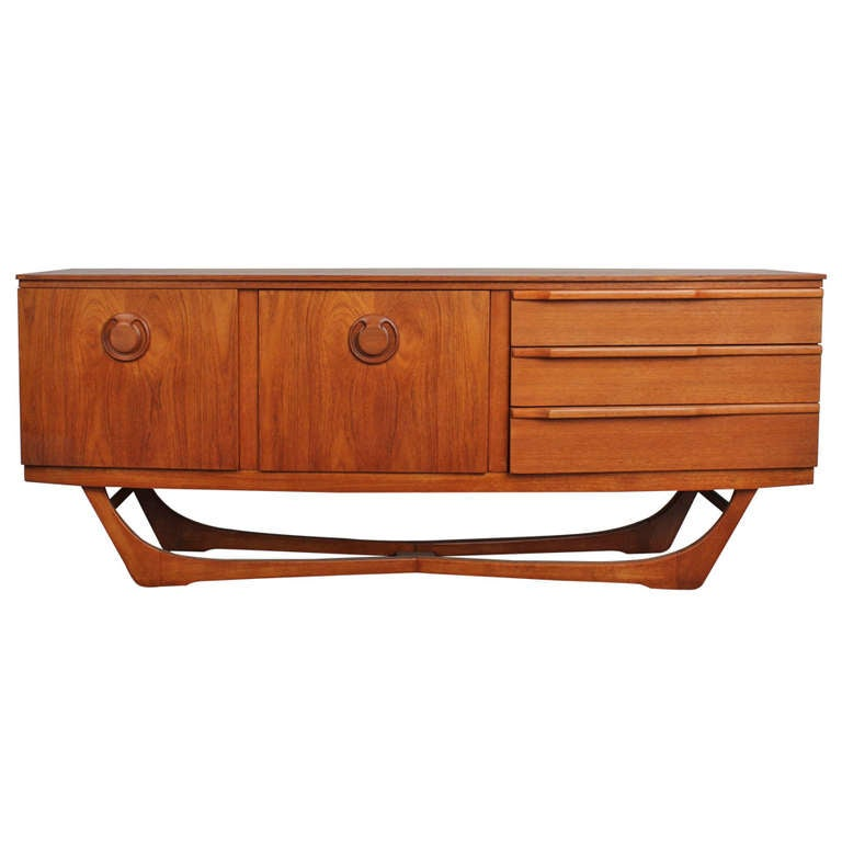 teak mid century sideboard with curved shaped legs at 1stdibs. Black Bedroom Furniture Sets. Home Design Ideas