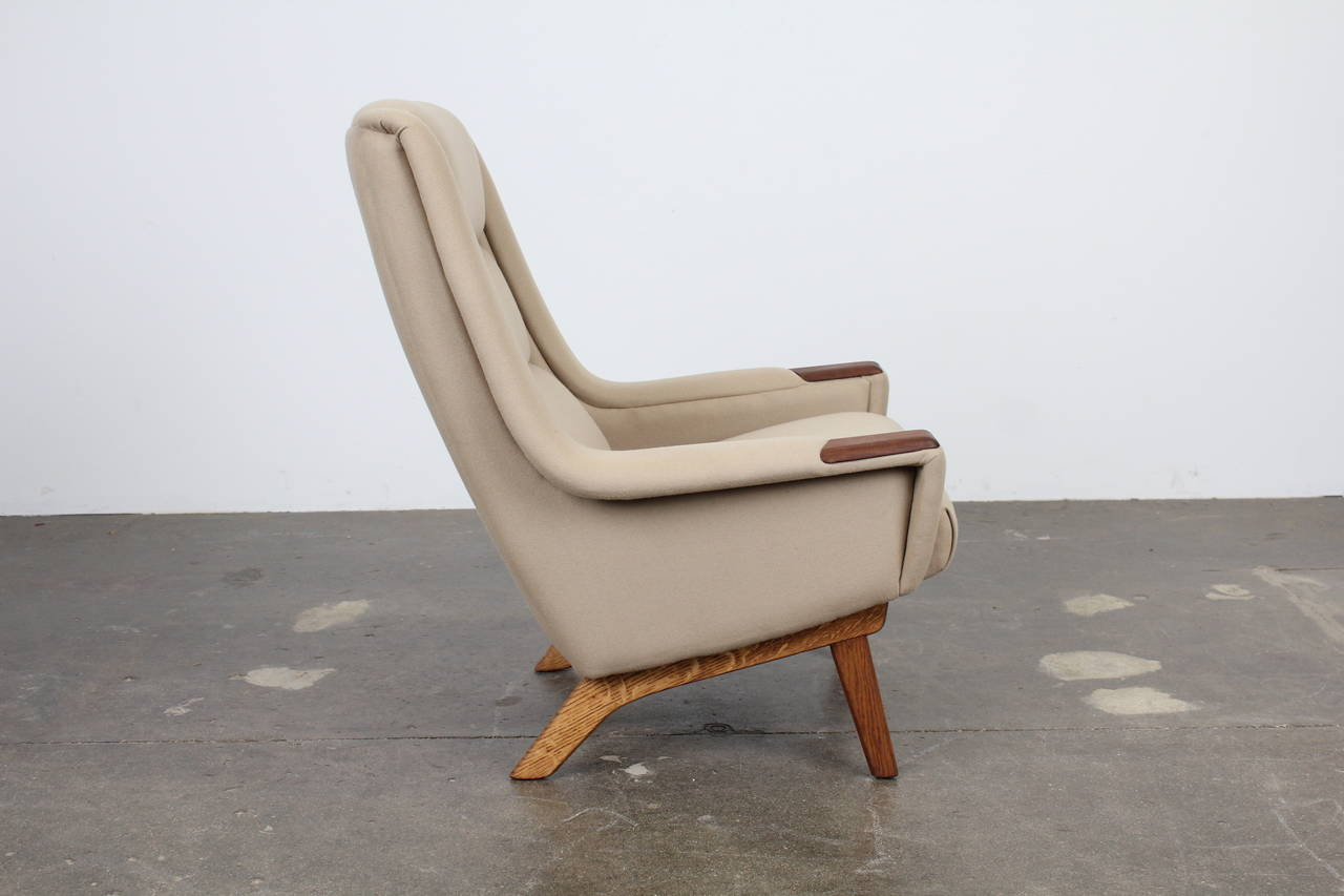 Superbe Danish Mid Century Modern Tall Lounge Chair With Teak Arm Accents In  Excellent Condition For