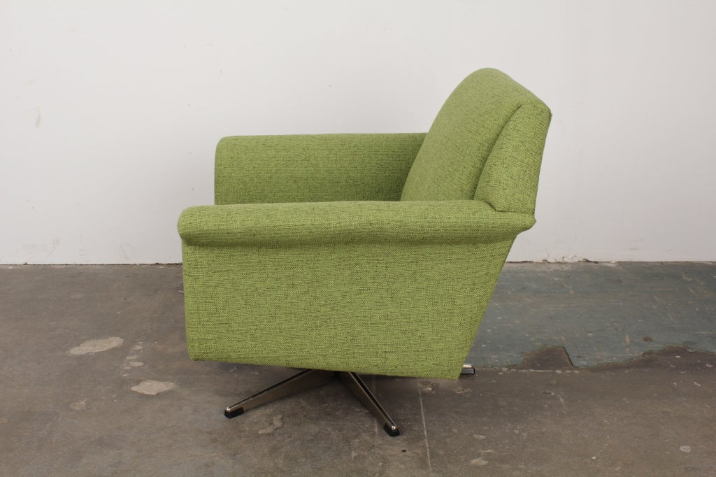 Mid Century Modern Low Back Swivel Lounge Chair At 1stdibs