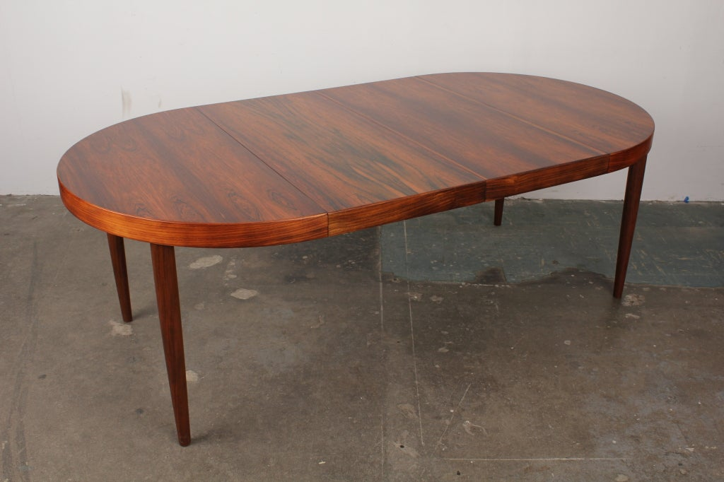 rosewood round danish mid century modern dining table at 1stdibs. Black Bedroom Furniture Sets. Home Design Ideas