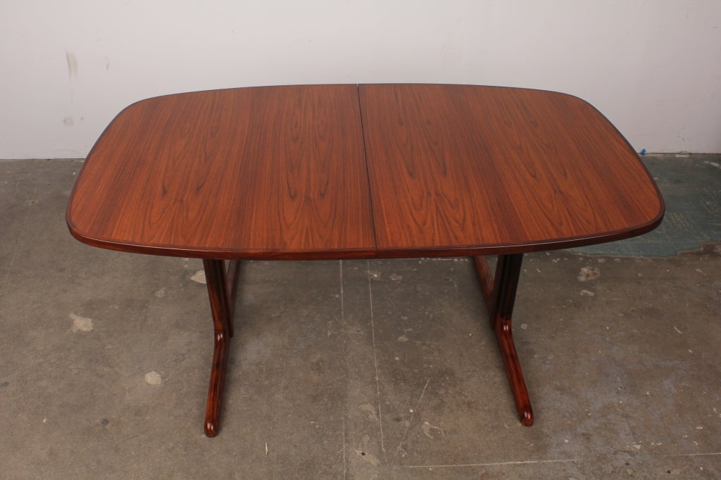 Danish mid century modern rosewood pedestal oval dining for Modern oval dining room table