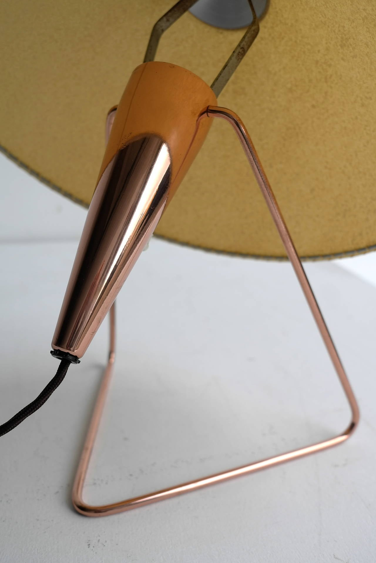 Mid-20th Century V-Shaped Copper Table Lamp, 1950s For Sale