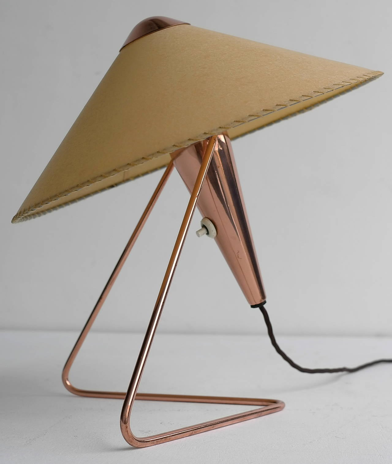 V-Shaped Copper Table Lamp, 1950s In Excellent Condition For Sale In The Hague, NL