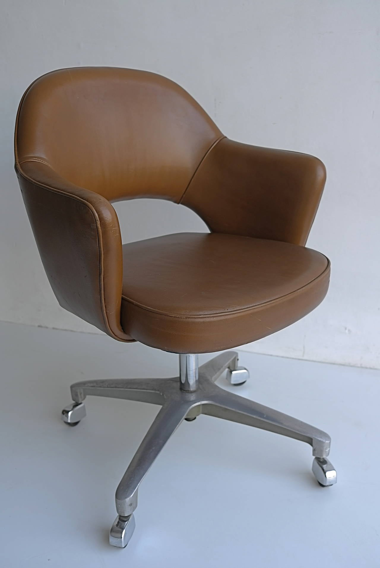 eero saarinen swivel office armchair for knoll for sale at 1stdibs