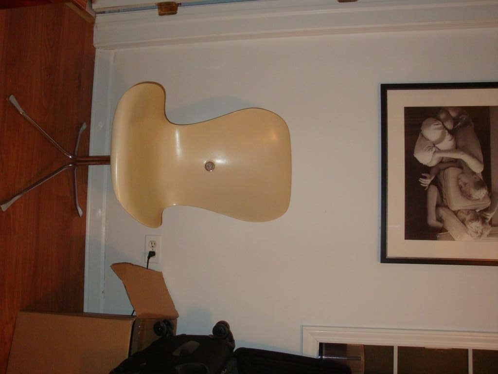 This is a vintage 1960s Ion chair by Gideon Kramer.
