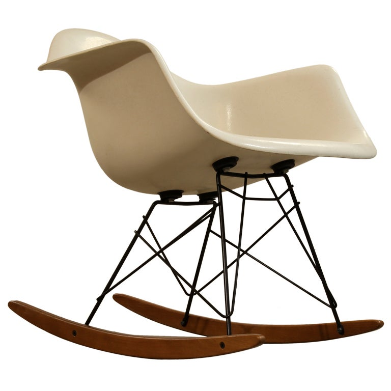 1960s Charles and Ray Eames white side shell rocker Herman Miller at ...