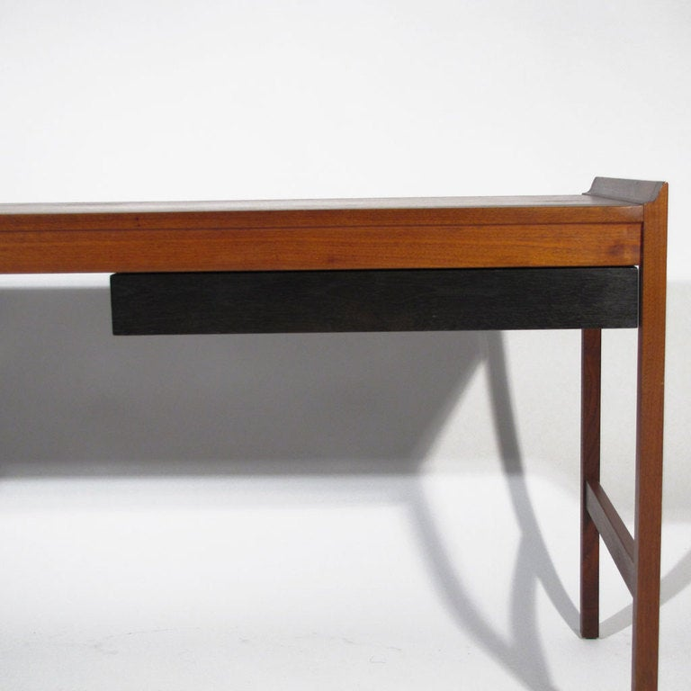 Minimalist walnut desk at 1stdibs for Minimalist writing