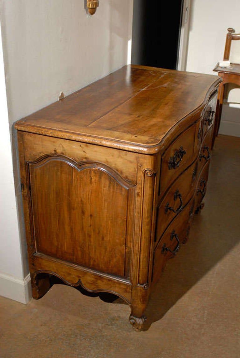 French Louis XV Period 18th Century Walnut Four-Drawer Commode with Star Motif 2