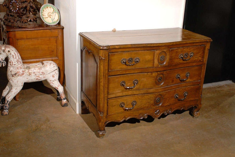 French Louis XV Period 18th Century Walnut Four-Drawer Commode with Star Motif 6