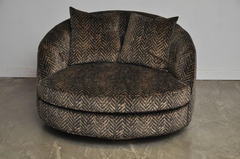 20th Century Milo Baughman Large Swivel Chair For Sale