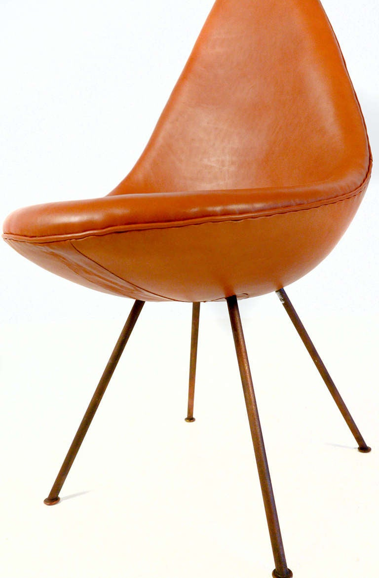 Rare drop chair made by arne jacobsen for the sas hotel in for Arne jacobsen drop chair