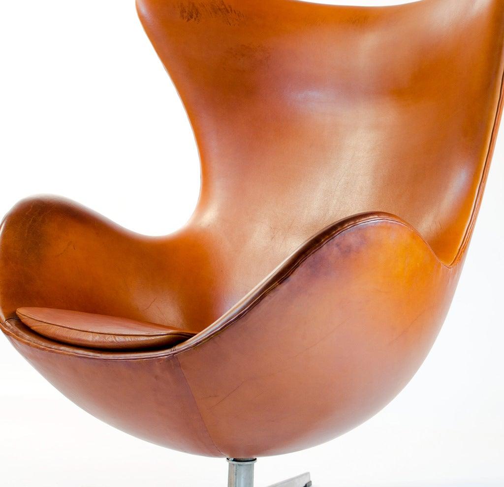 very old egg chair original condition arne jacobsen hansen at 1stdibs. Black Bedroom Furniture Sets. Home Design Ideas