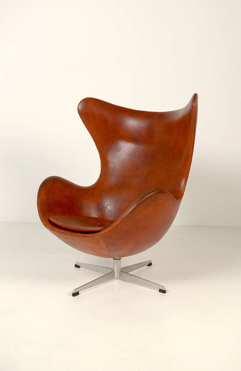 beautiful original egg chair by arne jacobsen for fritz hansen at 1stdibs. Black Bedroom Furniture Sets. Home Design Ideas