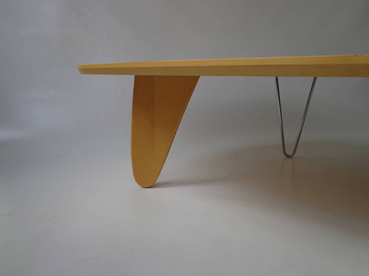 American Rudder fin coffee table IN-52 by Isamu Noguchi for Vitra For Sale