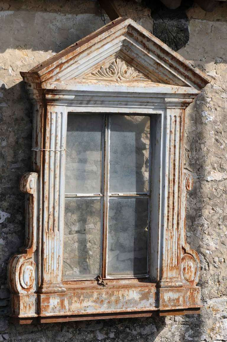 French Directoire Style Cast Iron Window Frame - 19th Century In Good Condition For Sale In Richebourg, Yvelines