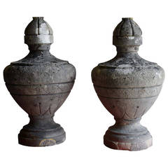Pair of stone urns - Late 19th century.