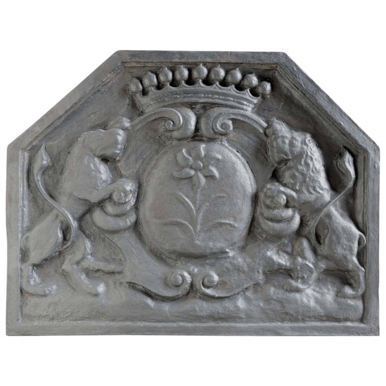 French Louis the 14th style cast iron fireback - Late 19th century. For Sale