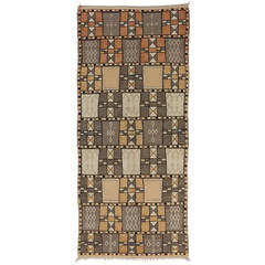 Jebel Siroua Moroccan Rug in Soft Neutral Colors in Mid-Century Modern Style