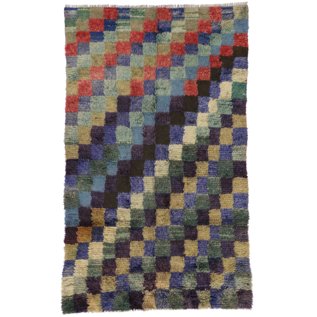checkered vintage turkish tulu rug with midcentury modern style  - checkered vintage turkish tulu rug with midcentury modern style