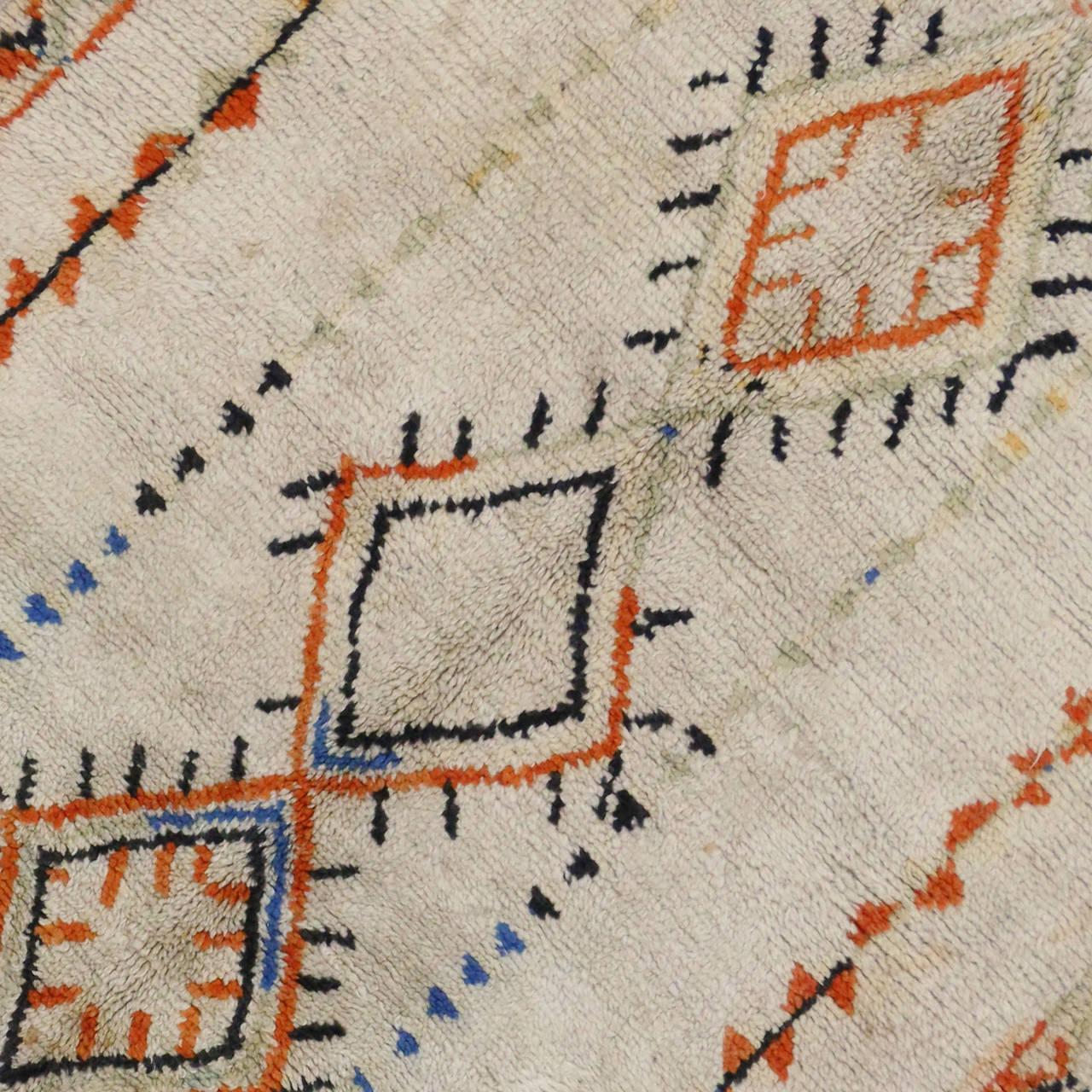 Tribal Vintage Berber Moroccan Rug, 04'06