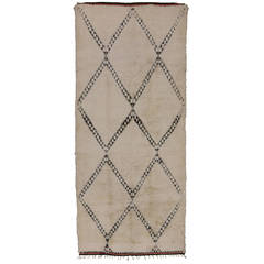 Beni Ouarain Moroccan Rug with Minimalist Design and Mid-Century Modern Style