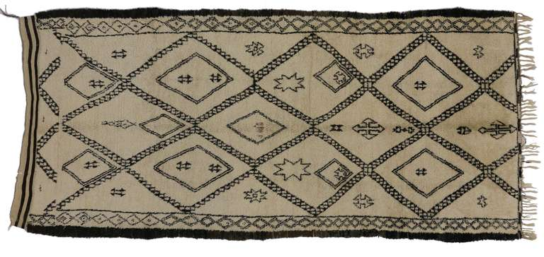 Vintage Beni Ouarain rugs, like this one, have the ability to connect the nomadic Berber tribe history with today's modern interiors. Woven primarily by the Berber women, these thick and plush piled rugs offer protection against the winter cold in