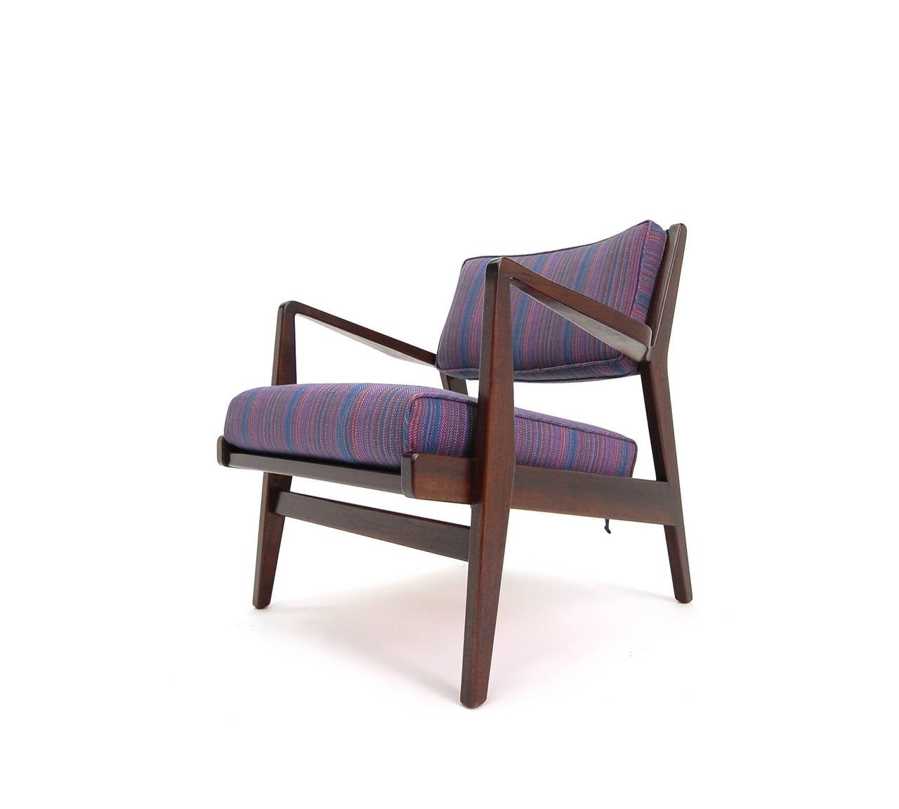 American Pair of Jens Risom Lounge Chairs in Walnut For Sale