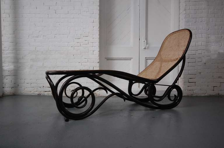Thonet chaise lounge at 1stdibs for Chaise bentwood